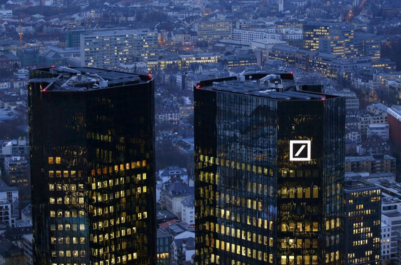 © Reuters. FILE PHOTO: The headquarters of Germany's Deutsche Bank is photographed early evening in Frankfurt