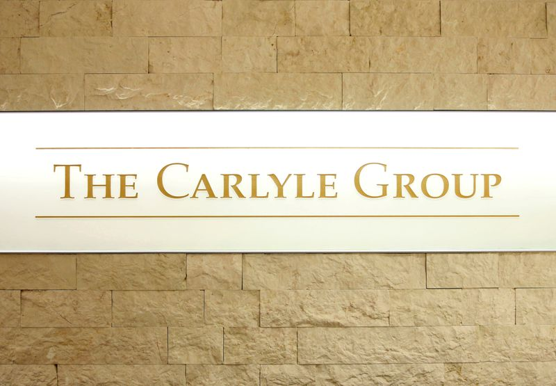 © Reuters. FILE PHOTO: The logo of The Carlyle Group is displayed at the company's office in Tokyo