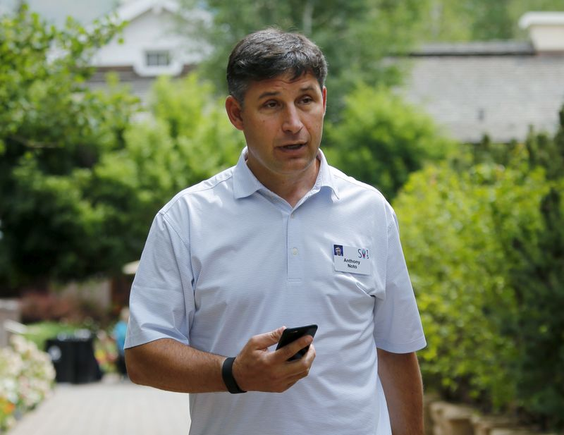 © Reuters. FILE PHOTO: SoFi's CEO, Anthony Noto, pictured in 2015