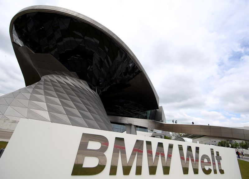 © Reuters. FILE PHOTO: Headquarters of German luxury carmaker BMW in Munich