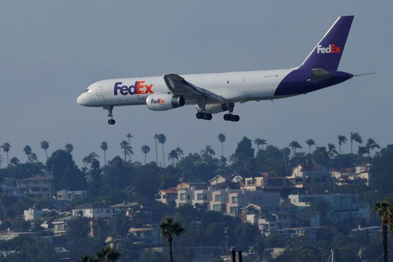© Reuters. Federal Express plane lands in San Diego