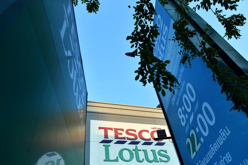 © Reuters. An entrance of Tesco Lotus retail shop is seen in Bangkok, Thailand