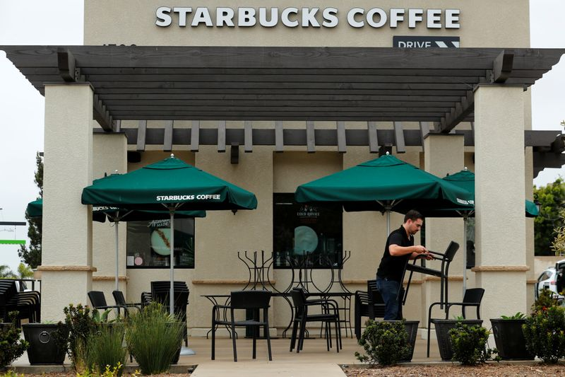 © Reuters. FILE PHOTO: A worker puts away patio furniture at a Starbucks Corp drive-through location closes down this afternoon for anti-bias training as the coffee chain closed all 8,000 of their company-owned cafes in the U.S. including this location in Oceanside,