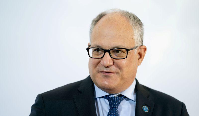 © Reuters. Il ministro Roberto Gualtieri a Berlino, 11 settembre 2020