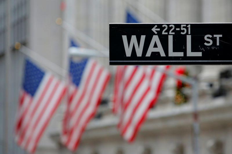 © Reuters. WALL STREET FINIT DANS LE DÉSORDRE