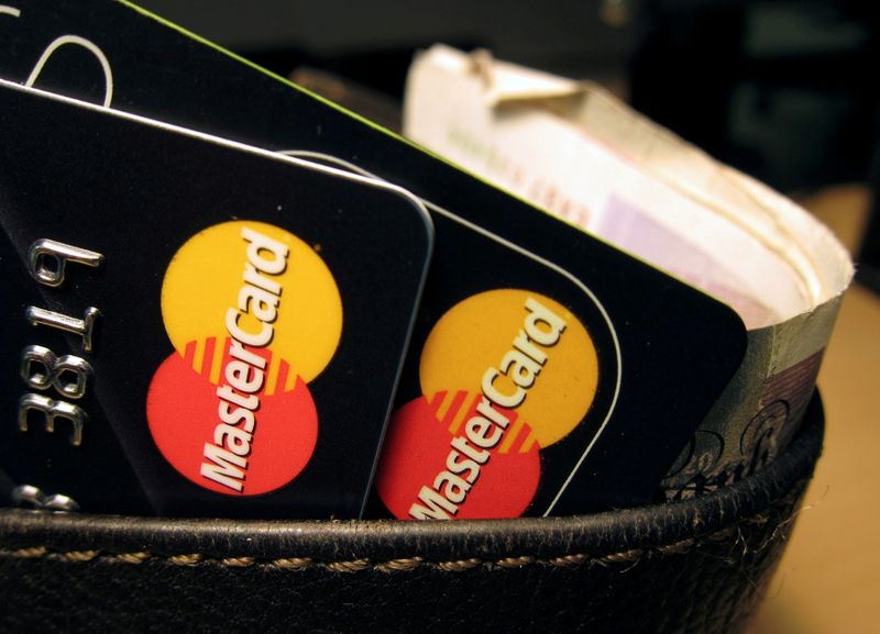 © Reuters. FILE PHOTO: MasterCard credit cards are seen in this illustrative photograph