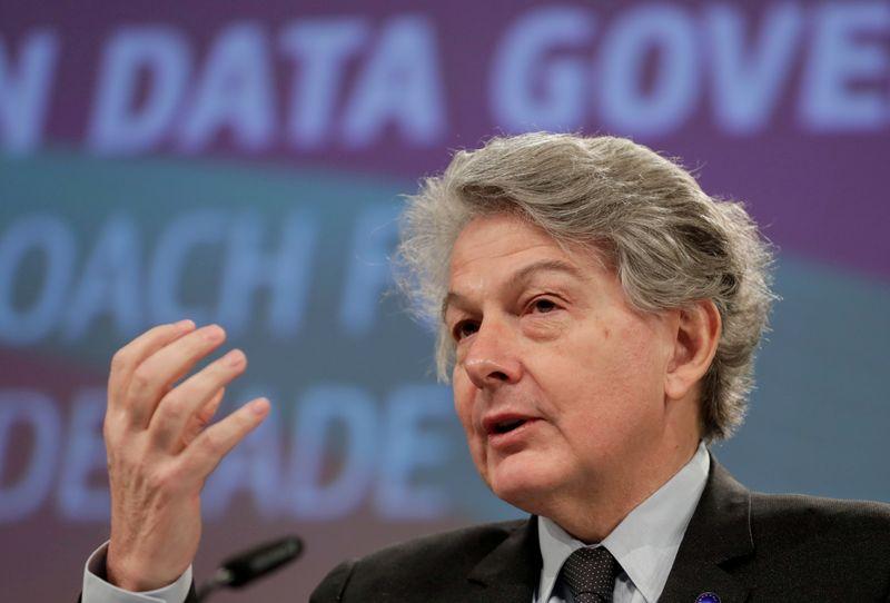 © Reuters. FILE PHOTO: EU digital chief Vestager presents directive on data governance