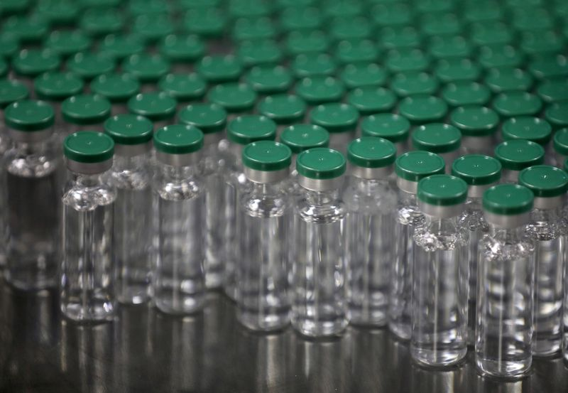 © Reuters. FILE PHOTO: FILE PHOTO: Vials of AstraZeneca's COVISHIELD, coronavirus disease (COVID-19) vaccine, are seen before they are packaged inside a lab at Serum Institute of India, Pune