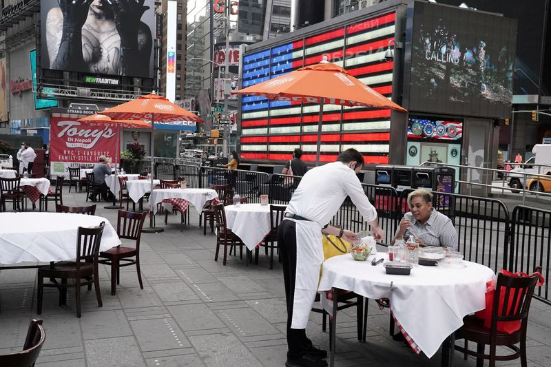 © Reuters. FILE PHOTO: Servers package food at a table at a pop up restaurant set up in Times Square in New York