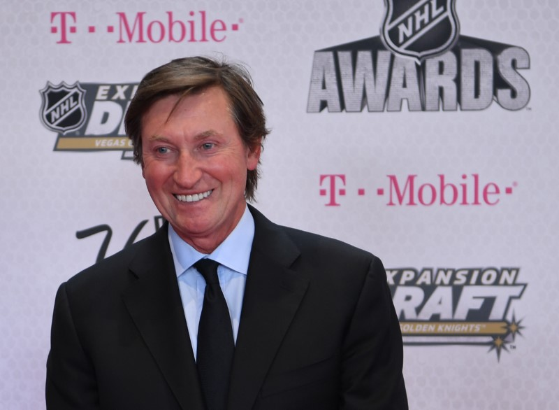 Gretzky rookie card sells for record $1.29 million