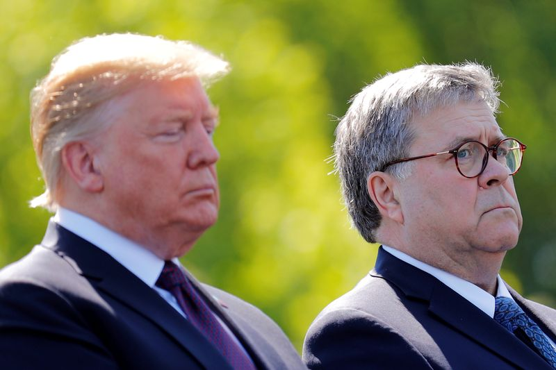 © Reuters. U.S. President Donald Trump and U.S. Attorney General William Barr attend the 38th Annual National Peace Officers Memorial Service on Capitol Hill in Washington