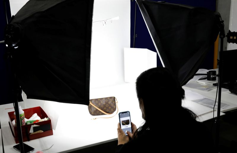 © Reuters. Buysell Technologies worker takes photo of a luxury-brand bag in Funabashi