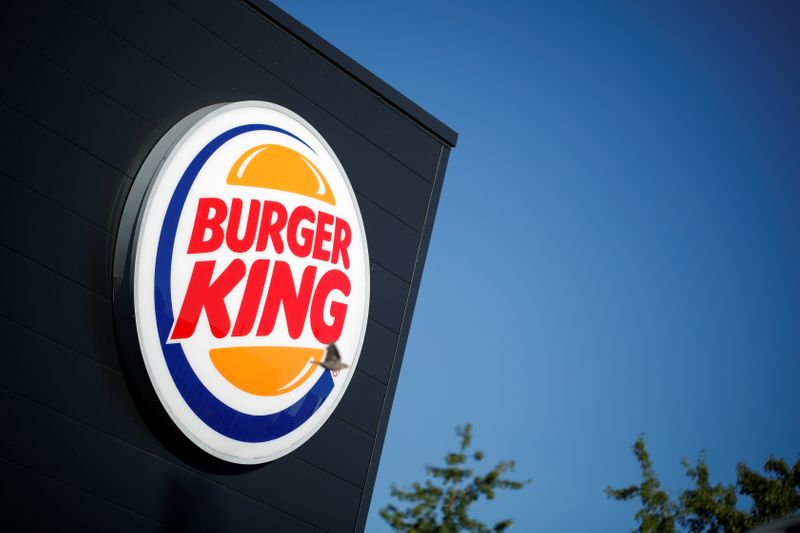 © Reuters. FILE PHOTO: The Burger King company logo stands on a sign outside a restaurant in Bretigny-sur-Orge, near Paris
