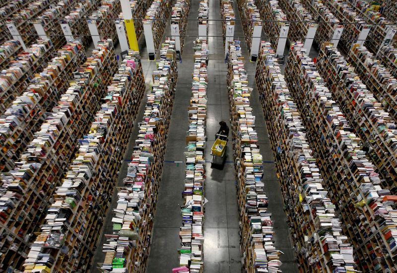 © Reuters. FILE PHOTO: Worker gathers items for delivery at Amazon's distribution center in Phoenix