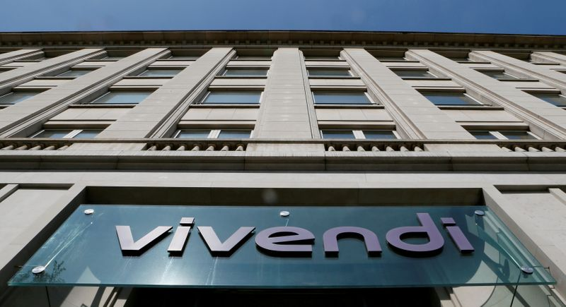 © Reuters. FILE PHOTO: A logo is seen over the main entrance of the entertainment-to-telecoms conglomerate Vivendi's headquarters in Paris