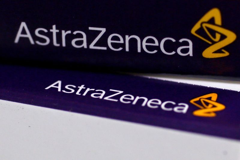 © Reuters. FILE PHOTO: The logo of AstraZeneca is seen on medication packages in a pharmacy in London