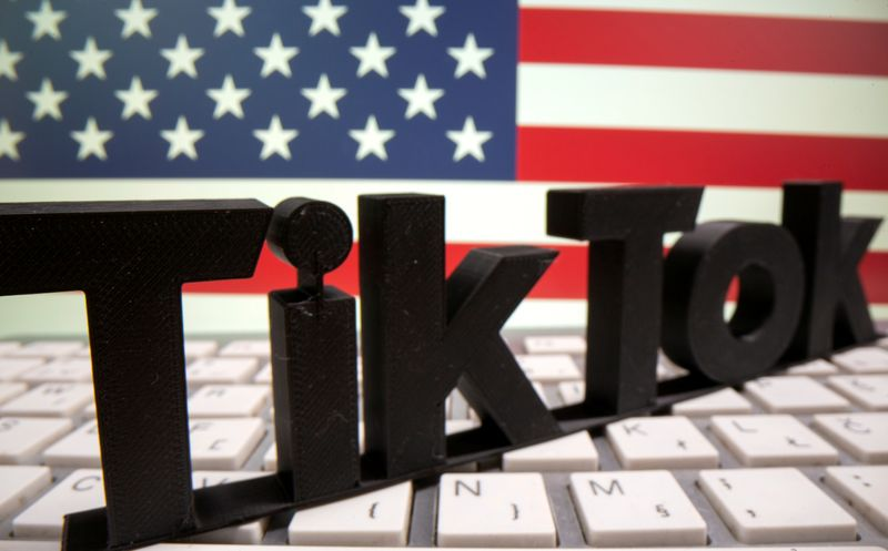 © Reuters. FILE PHOTO: A 3D printed Tik Tok logo is placed on a keyboard in front of U.S. flag in this illustration