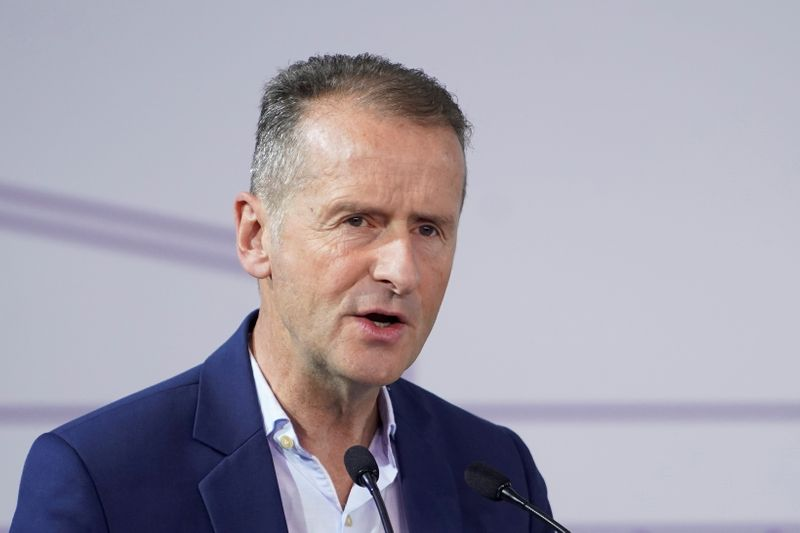 Volkswagen CEO set to survive power struggle - sources