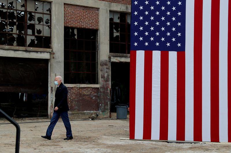 © Reuters. FILE PHOTO: U.S. President-elect Joe Biden campaigns on behalf of Democratic U.S. Senate candidates Ossoff and Warnock in Atlanta, Georgia U.S. President-elect Joe Biden campaigns on behalf of Democratic U.S. senate candidates Ossoff and Warnock in Atlanta