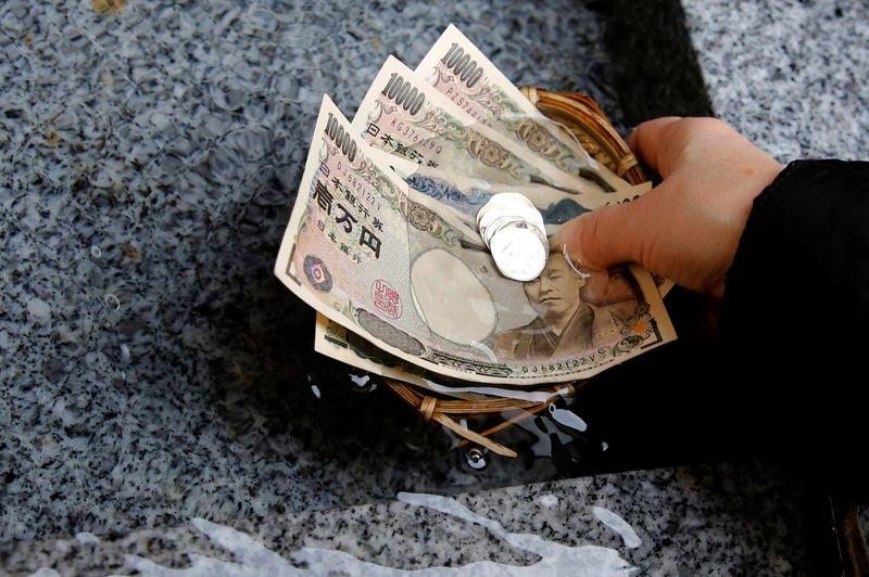 Рост иены не сдержать интервенцией, валюта может преодолеть отметку в 100 за доллар