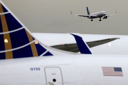 United, Delta passengers from Britain must show negative COVID-19 tests By Reuters