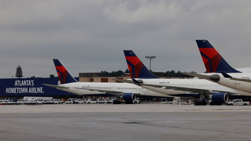 United, Delta passengers from Britain must show negative COVID-19 tests