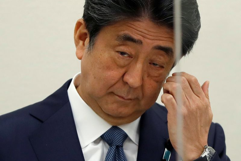 © Reuters. FILE PHOTO:  Former Japanese PM Shinzo Abe holds a news conference in Tokyo