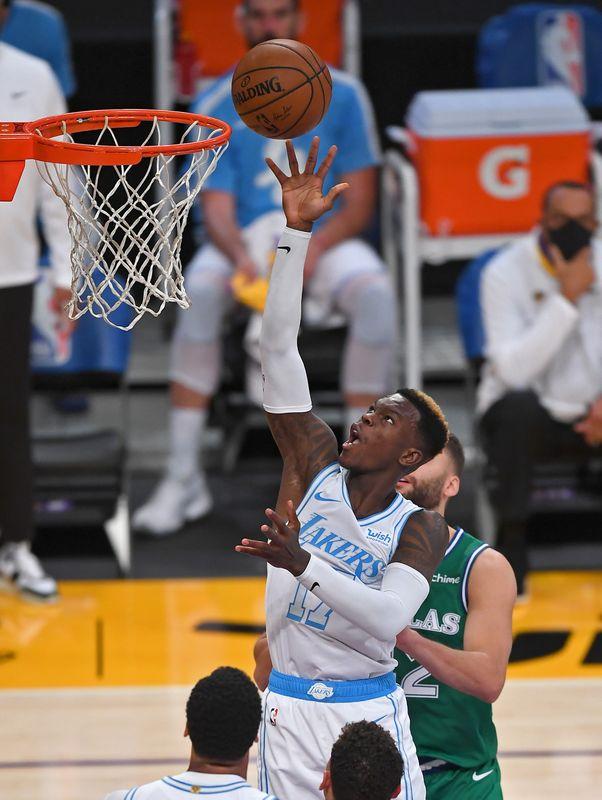 © Reuters. NBA: Dallas Mavericks at Los Angeles Lakers