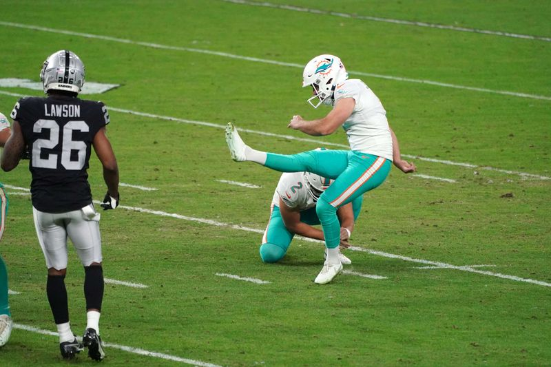 NFL Roundup: Dolphins stun Raiders with late FG