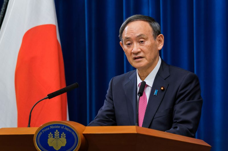 © Reuters. FILE PHOTO: Japan's Prime Minister Suga Yoshihide holds a news conference in Tokyo