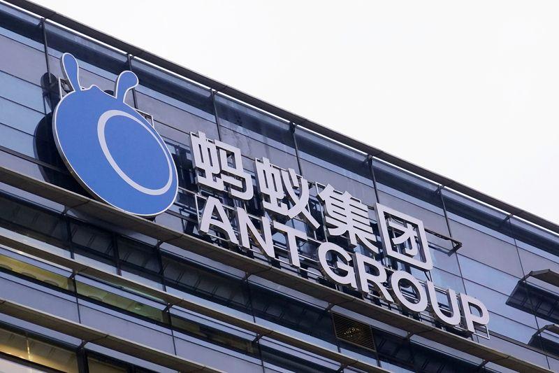 Ant Group planea crear un holding que podría regularse como un banco, según Bloomberg