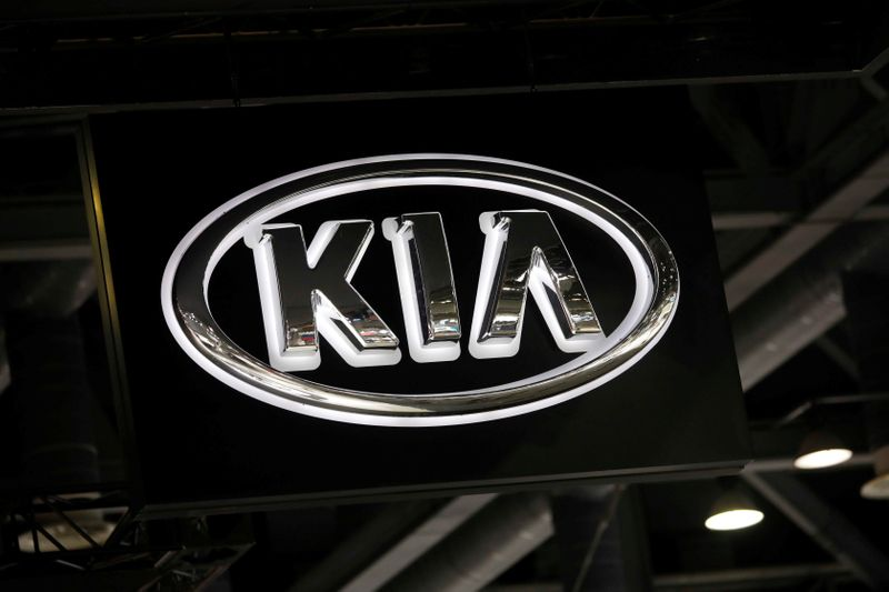 © Reuters. FILE PHOTO: The logo of Kia Motors is seen during the 2019 Seoul Motor Show in Goyang