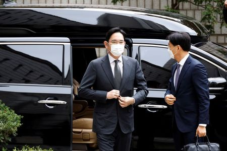 South Korea holds final hearing in Samsung leader Jay Y. Lee's graft trial By Reuters