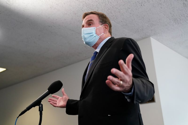 © Reuters. U.S. Senator Mark Warner speaks to reporters as he departs a luncheon on Capitol Hill in Washington