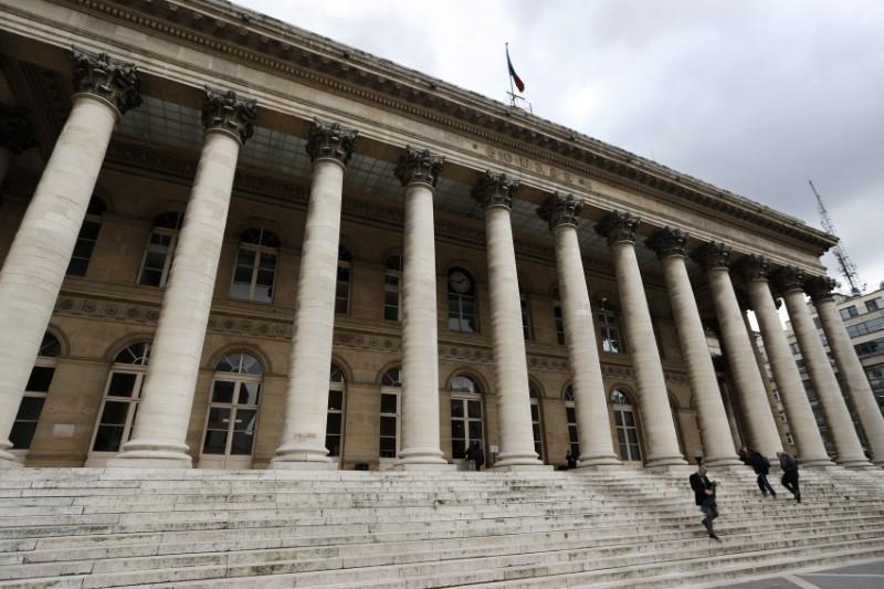 © Reuters. LES BOURSES EUROPÉENNES FERMENT EN BAISSE