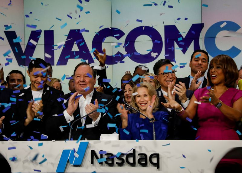 © Reuters. FILE PHOTO: Shari Redstone, chairwoman of ViacomCBS and president of National Amusements, and Bob Bakish, President and CEO of ViacomCBS, celebrate their company's merger at the Nasdaq MarketSite in New York