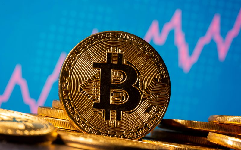 © Reuters. FILE PHOTO: A representation of virtual currency Bitcoin is seen in front of a stock graph