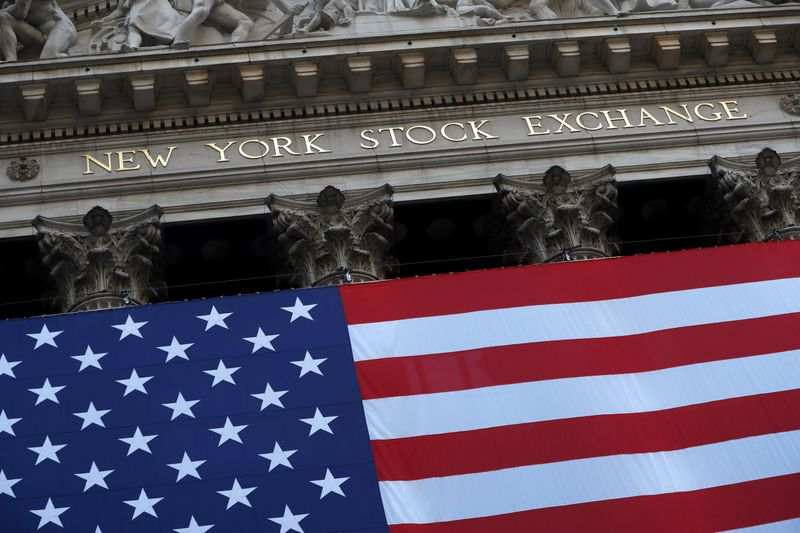 © Reuters. The U.S. flag is seen on the New York Stock Exchange (NYSE) following Election Day in Manhattan, New York City