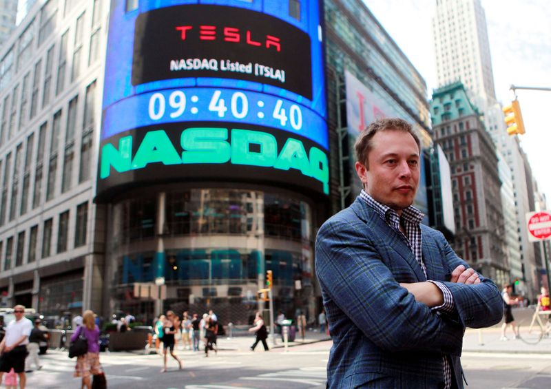 © Reuters. FILE PHOTO: CEO of Tesla Motors Elon Musk poses during a television interview after his company's initial public offering at the NASDAQ market in New York