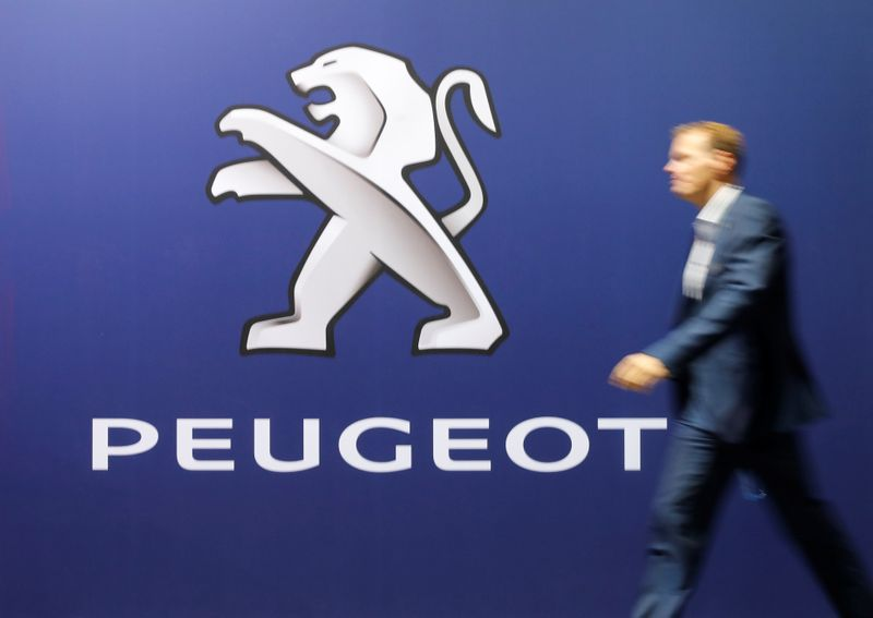 © Reuters. LES PRINCIPAUX ACTIONNAIRES DE PSA APPROUVENT LA FUSION AVEC FCA