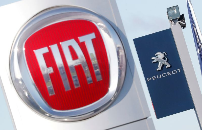 © Reuters. FILE PHOTO: The logos of car manufacturers Fiat and Peugeot are seen in front of dealerships of the companies in Saint-Nazaire