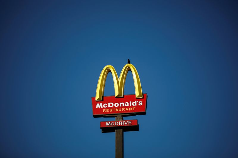 © Reuters. FILE PHOTO: The McDonald's company logo stands on a sign outside a restaurant in Bretigny-sur-Orge, near Paris