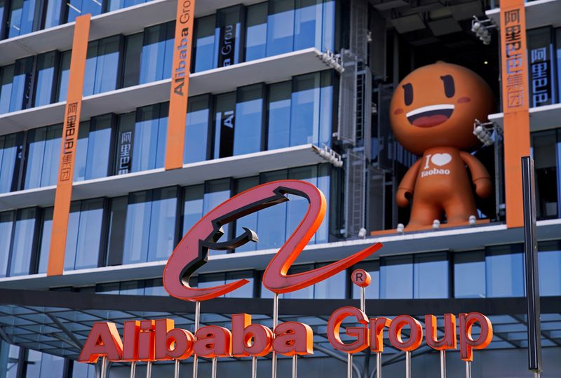 © Reuters. FILE PHOTO: The Alibaba Group logo is seen during the company's 11.11 Singles' Day global shopping festival at its HQ in Hangzhou, Zhejiang province, China
