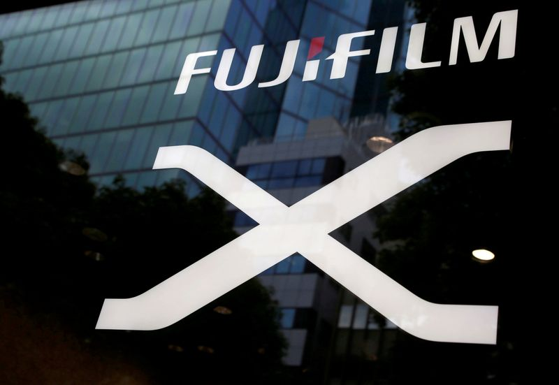 © Reuters. FILE PHOTO: Fujifilm's company logo is seen at its exhibition hall nearby the headquarters of Fujifilm Holdings Corp in Tokyo
