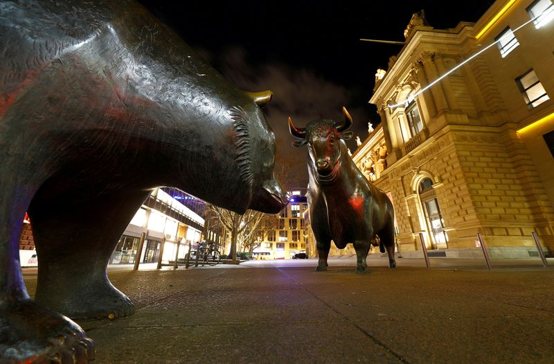 © Reuters. FILE PHOTO: Bull and bear symbols for successful and bad trading are seen in front of the German stock exchange (Deutsche Boerse) in Frankfurt
