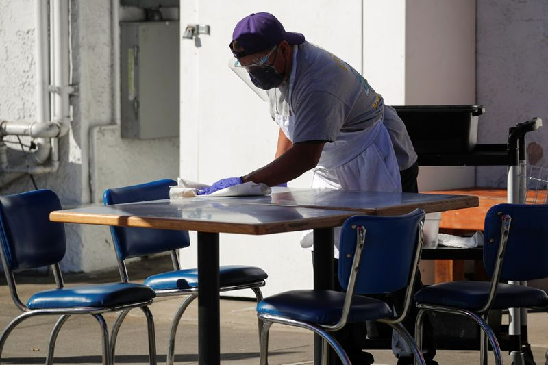 © Reuters. Restaurant remains open defying Los Angeles County's new restrictions due to the coronavirus outbreak.