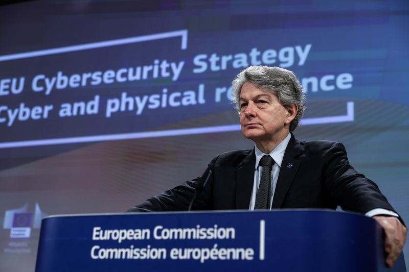 © Reuters. EU Commission presents strategy on cybersecurity