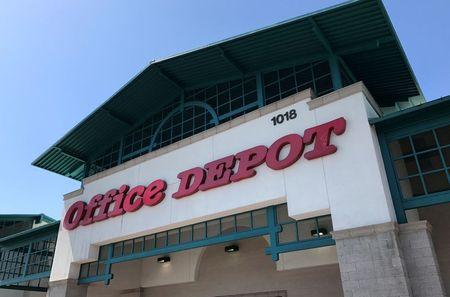 Staples offers $2.1 billion cash to buy Office Depot parent By Reuters