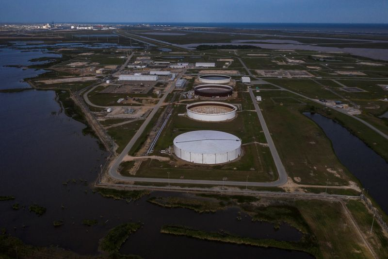 © Reuters. FILE PHOTO: The Bryan Mound Strategic Petroleum Reserve is seen in an aerial photograph over Freeport, Texas