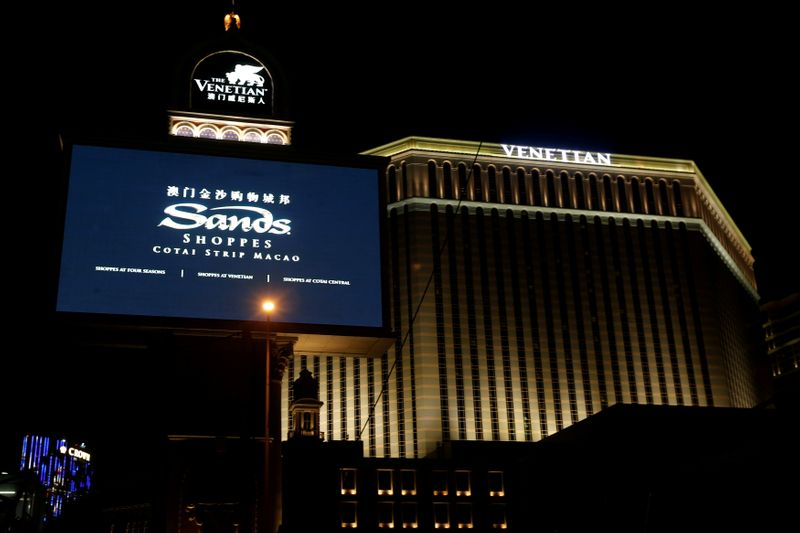 © Reuters. FILE PHOTO: An exterior view of the Venetian Macao, part of Sands China Ltd's development in Macau